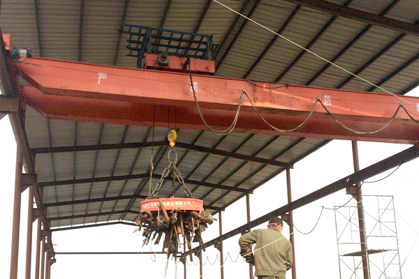 Bridge-Crane-with-Magnechuck